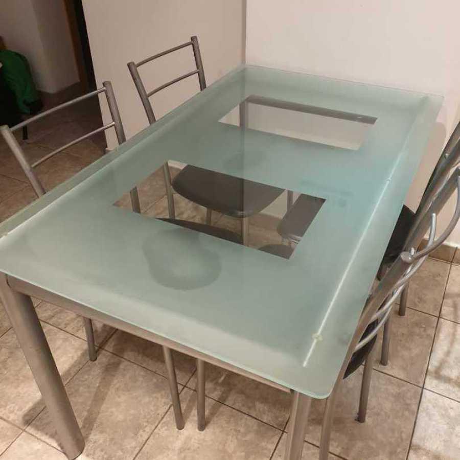 Mesa cristal y sillas recogidas gratuitamente