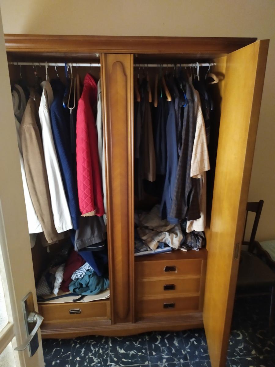 Vaciado de todos los muebles y ropas de armarios